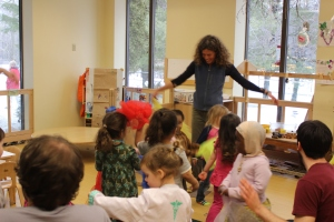 Julia singing and playing with scarves with the preschoolers.